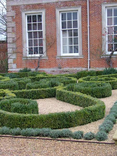 Box topiary knot garden